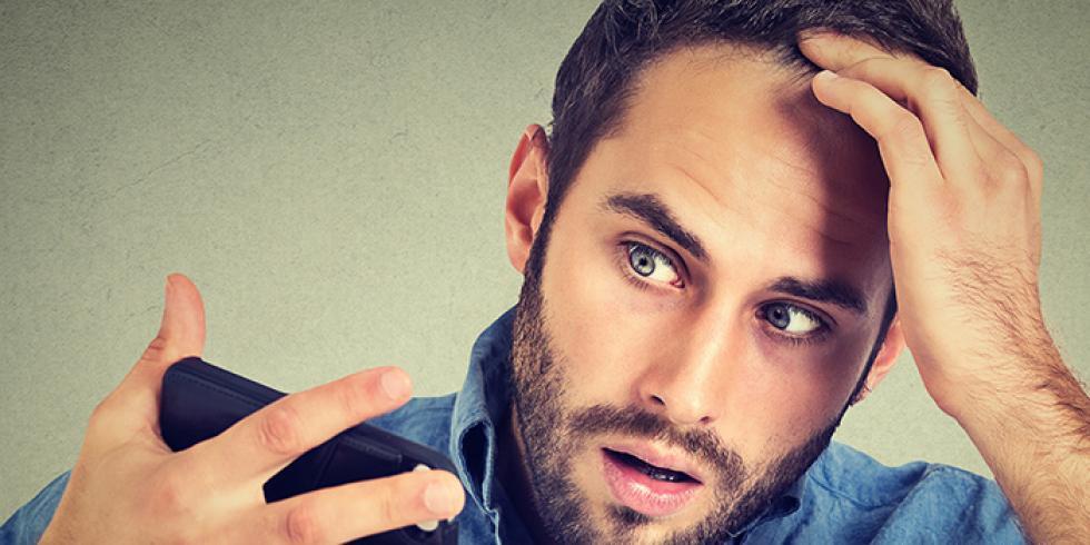 Poudre densifiante: un produit pour les cheveux clairsemés.